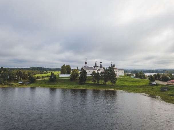 Kloster am See in Russland