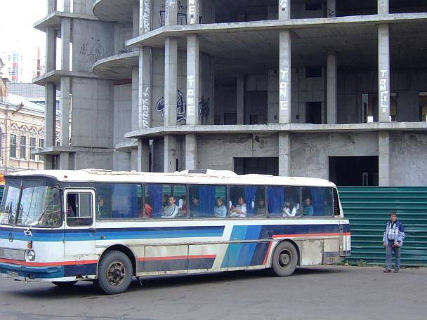 alter Mercedes-Bus in Russland